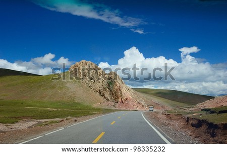 this is a way to namucuo highway. along the way , sences is nice
