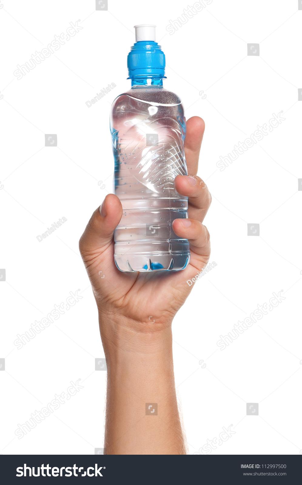 男人拿着一瓶水孤立在白色背景-食品及饮料