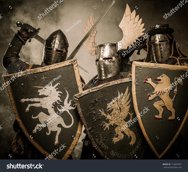 三个中世纪的骑士-人物,运动/娱乐活动-海洛创意()-合图片