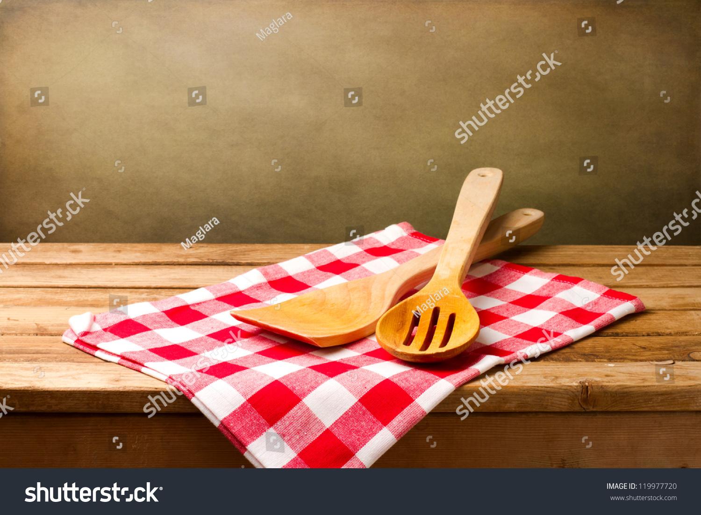 厨房用具在垃圾背景在木制餐桌桌布-背景/素材,复古