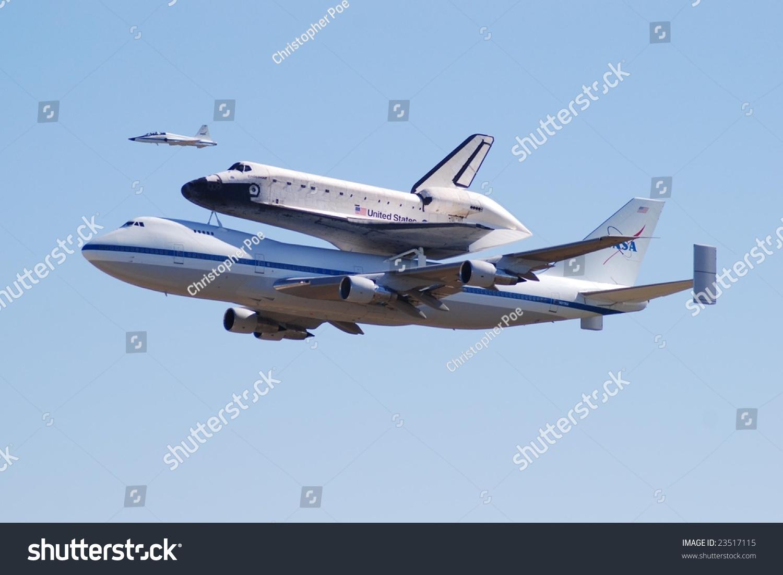 日:747年航天飞机正在