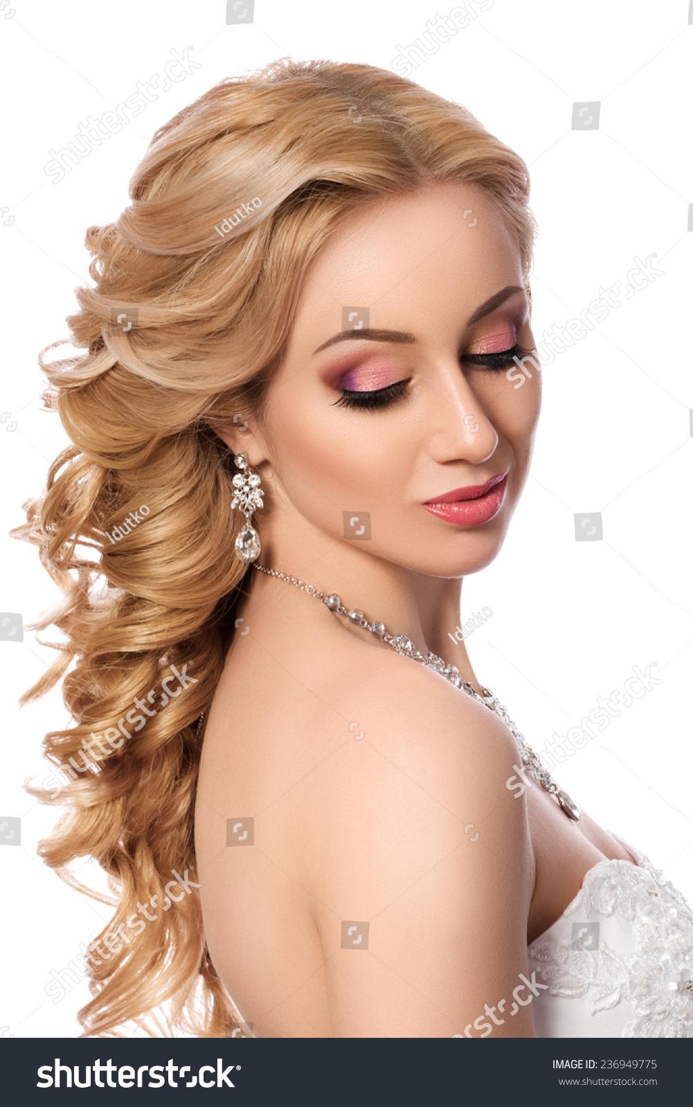 年轻美丽新娘的肖像.婚礼发型和化妆.-人物,美容/时装