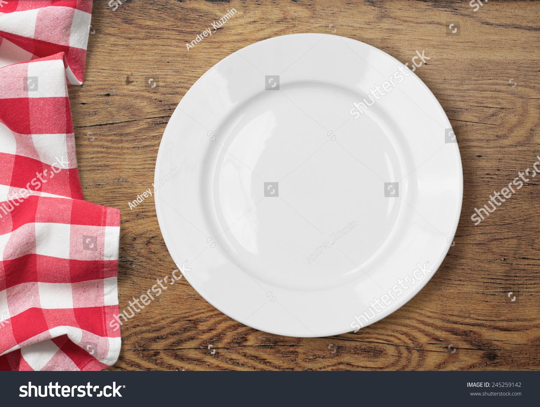 白空餐盘设置在木桌上桌布-背景/素材,物体-海洛创意