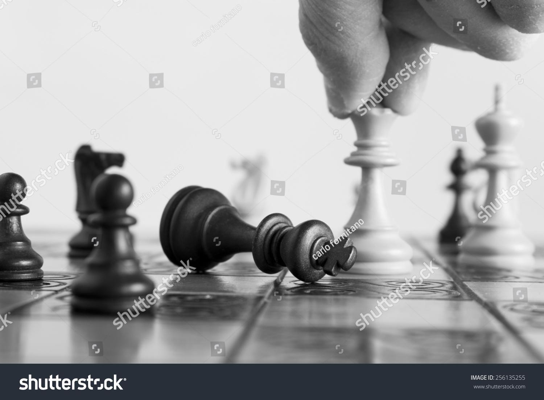 国际象棋棋盘上拍照.-物体,运动/娱乐活动-海洛创意()图片