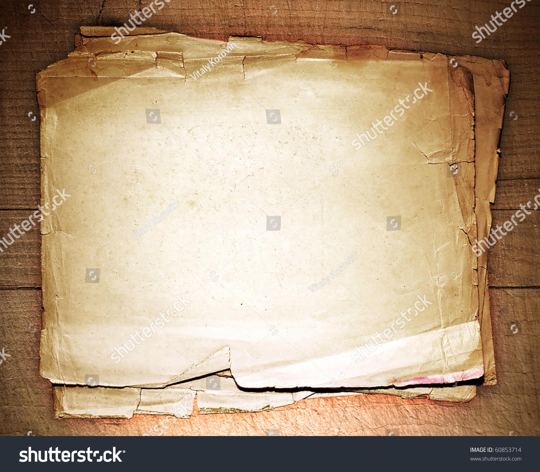 一个木制桌子上堆旧报纸-背景/素材