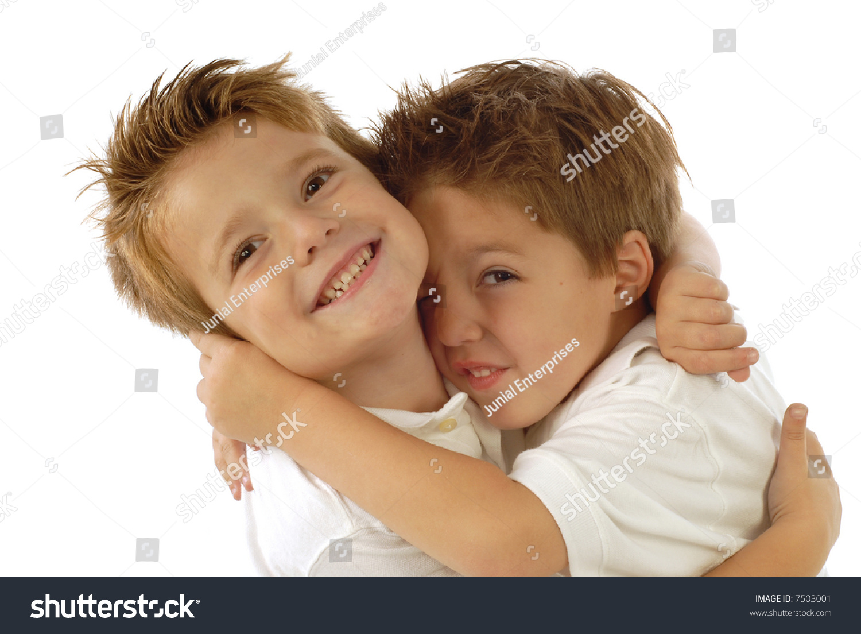 两个小男孩玩耍和欢笑喜悦;孤立在白色的-美容/时装