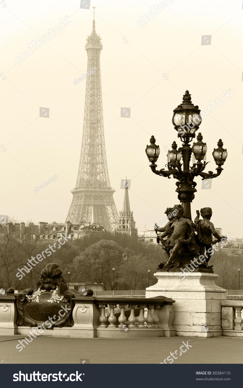 埃菲尔铁塔在巴黎