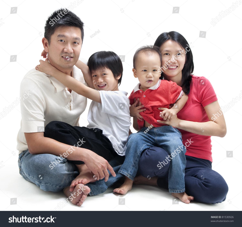幸福的亚洲家庭坐在白色背景-人物,交通运输-海洛创意