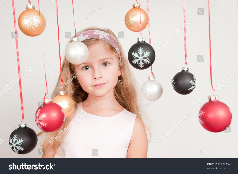 可爱女孩的圣诞装饰